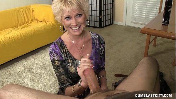 סרטי סקס Topless Granny Splattered WIth Cum