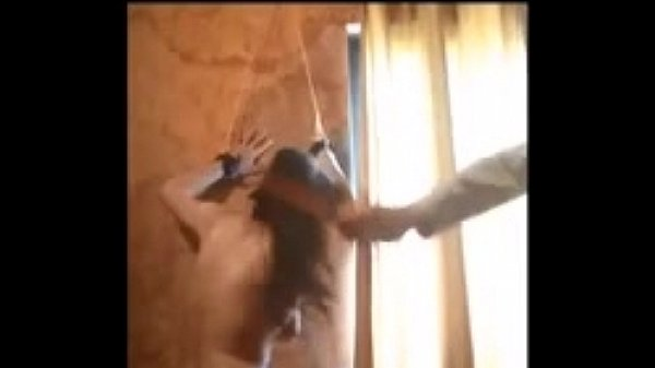 Sumisa adicta le gusta el castigo amarrada desnuda  - sado extremo Thumb