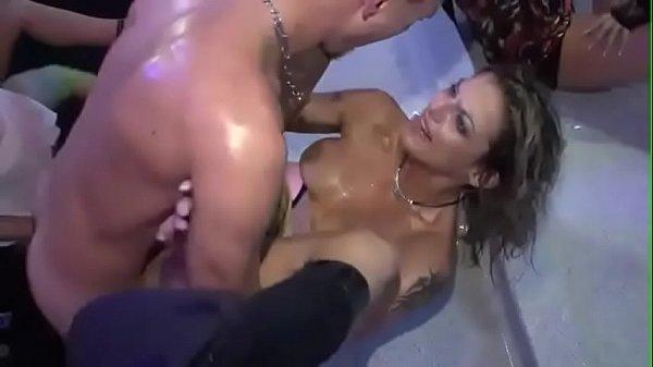 having-sex-while-dancing-eating-girls