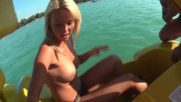 Heisse Blondine auf Open Air abgeschleppt