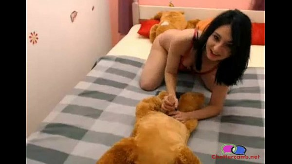 Girl Gives Her Dog Blow Job - Chattercams.net