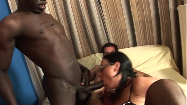 Milf in gang bang, anal, double penetration and cumshot in the face!!!  thumbnail