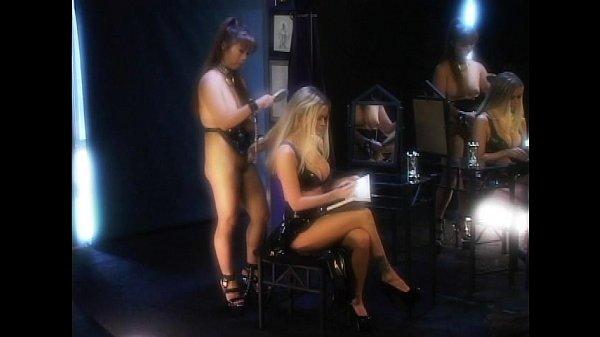 Порно онлайн негр трахает телку