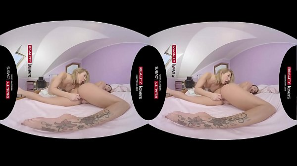 RealityLovers VR - Young Lesbians scissoring