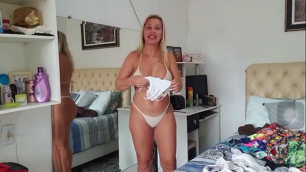 Coroa gostosa provando Bikini part 1