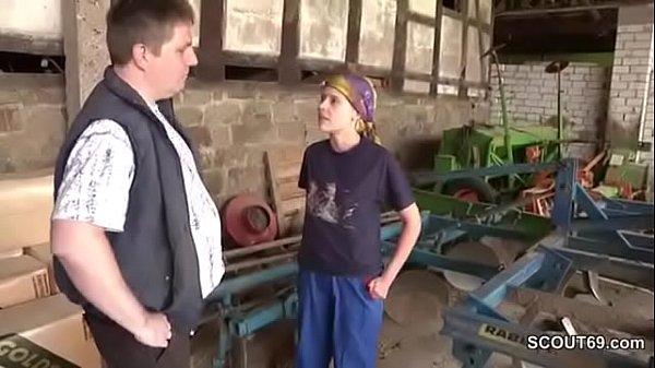 Follando con su hermano en la granja