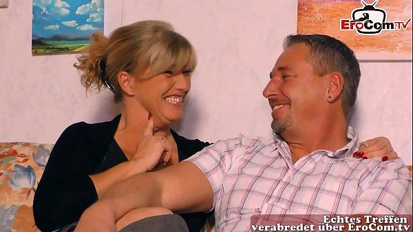 Deutsche echte Hausfrau macht ersten Dreier mit ihrem Ehemann beim Casting Thumb