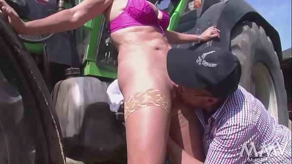 madchen schreit vor schmerz anal prolaps