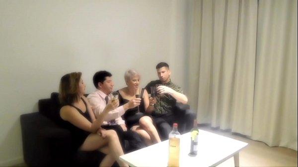 סרטי סקס Orgia com minha irmã e dois estranhos que encontramos em um bar