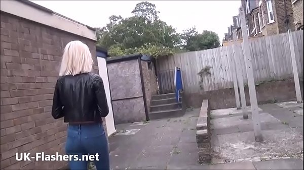 Blonde milf Atlantas public flashing and outdoor exhibitionism of daring voyeur Thumb