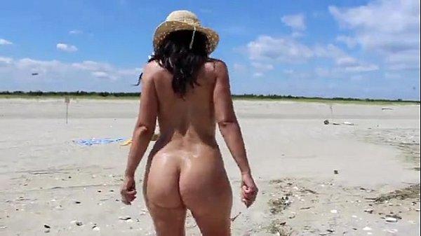 Hot Mom MILF At The Beach - XVIDEOS.COM Thumb