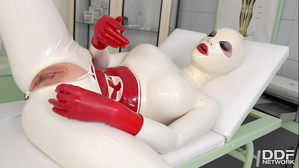 Busty Latex Lucy spanks her ass & fills her creamy pussy with clinic sex toy