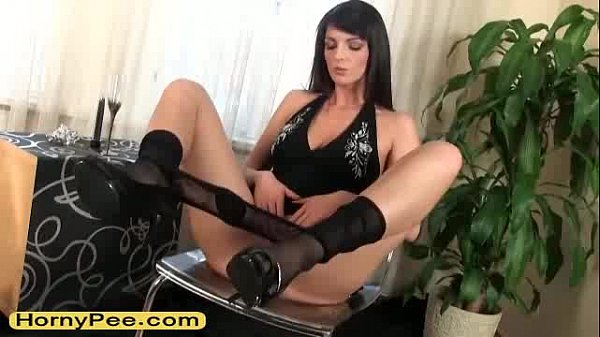 Teen in lingerie Cynthia pissing