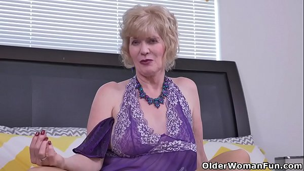 Over 60 gilf Penny from the USA fingers her old cunt Thumb