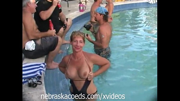 Orgy Amateurs Cocksucking At Bare Pool Party