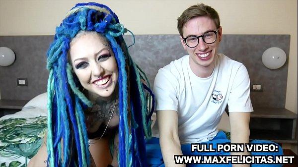 MAX FELICITAS SCOPA UNA RASTA GIOVANE ITALIANA E TATUATA FORTISSIMO FINO A FARLA VENIRE LADY BLUE