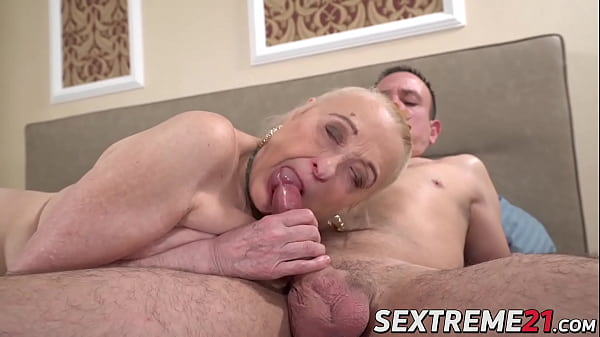 Creampie fuck session with a real old granny who loves cock Thumb