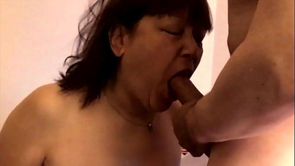 Мама трахает сына порнв
