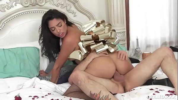סרטון פורנו Brunette Wife Gets Her Big Ass Fucked By Husband as Anniversary Gift
