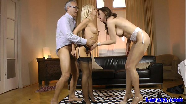 Mature brit in trio gets cumshot after tugjob