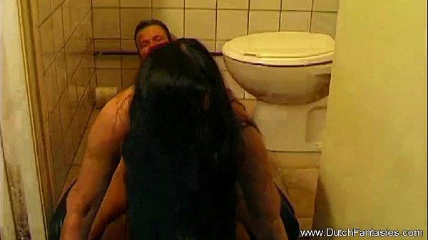 Лесбиянки мучают и уют девушку