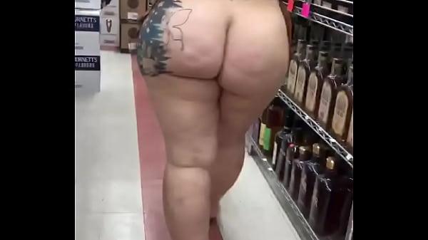 Gostosa dançando no mercado