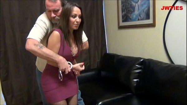 Девки в наручниках