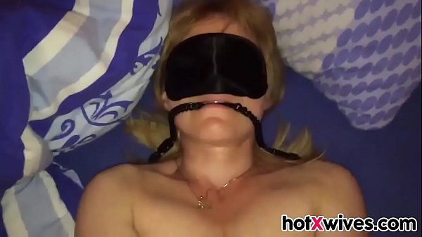 Blindfolded wife gets fucked quick Thumb