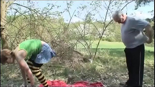 moloduyu-zhenu-ebut-v-zhopu