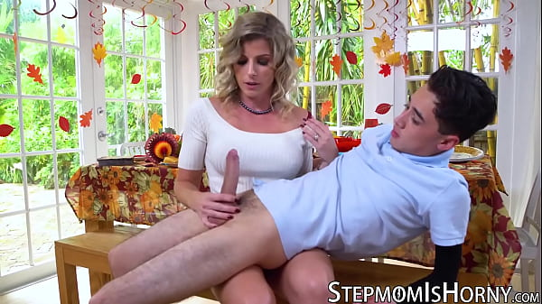 סרטון פורנו Insatiable stepmom Cory Chase banged by lucky young dude