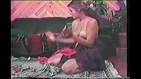 Лижет киску устройной мамашки дома