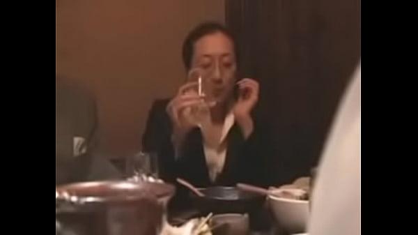 1809หนังโป๊สาวใหญ่saoyaixxxเต็มเรื่องมอมเหล้าสาวออฟฟิตจนเมาแล้วพามาเย็ด Horney Japanese Elevator