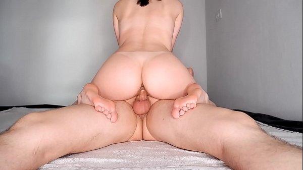 Pornô rabuda gostosa quica cheia de tesão na rola
