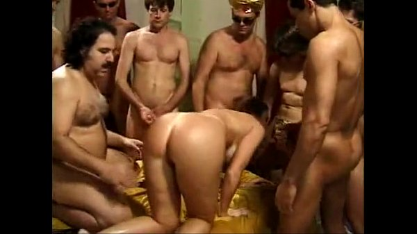 Смотреть вечеринки в клубах и попки девушек
