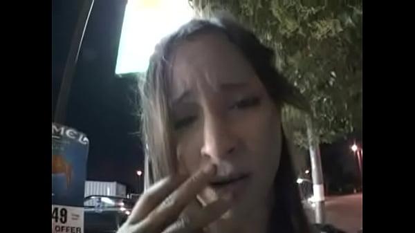 Русскую девку ебут в рот на улице