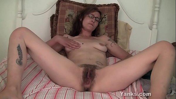 Yanks Minx Sylvie Lavine Masturbates