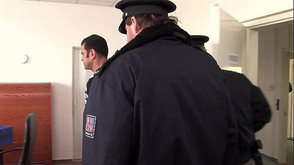 Анальное порно с полицейским