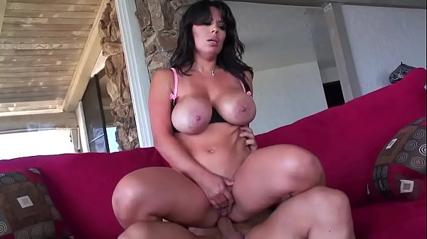 Invited by the neighbor, this MILF is so horny ...