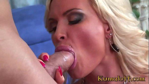 Порно фото блондинка прыгает на члене