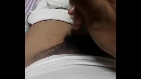 Секс жена мастурбирует дома