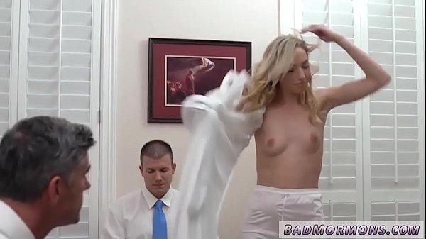 Уговорил жену на групповой секс порно ролики