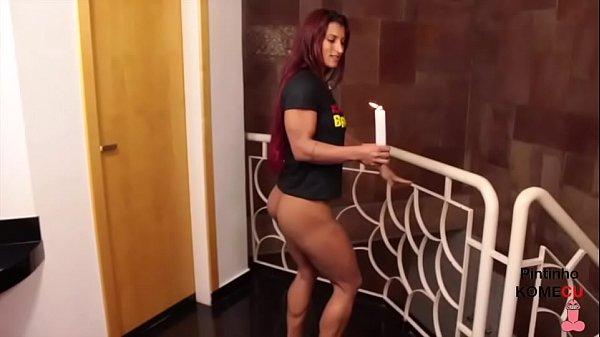 Yara Morganna dançando com as velas no CU Thumb