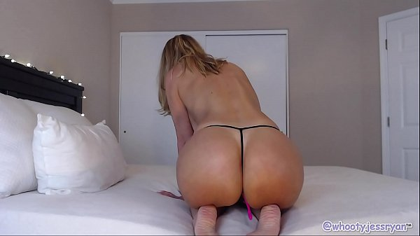 Mature Camgirl In Hot Yoga Pants Thumb