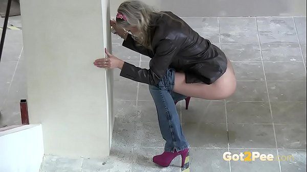Blonde Babe Leaves Her Piss Mark