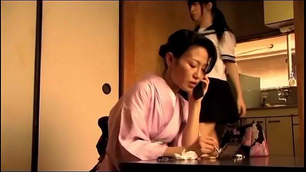 Japans tienermeisje krijgt orgasme door haar va...