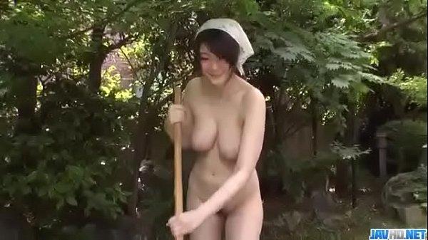 大島丈 家政婦さんに裸でお掃除をさせるドSなご主..