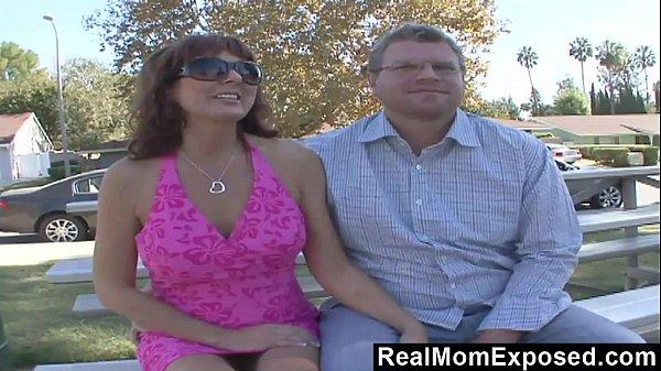 Porno marito calcio guardando moglie cambiare