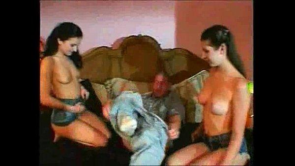 Две сестрёнки трахнули брата пока он спал