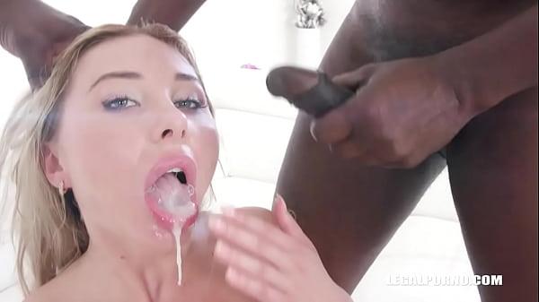 Marilyn Crystal comes to test black bulls DAP IV317 Thumb