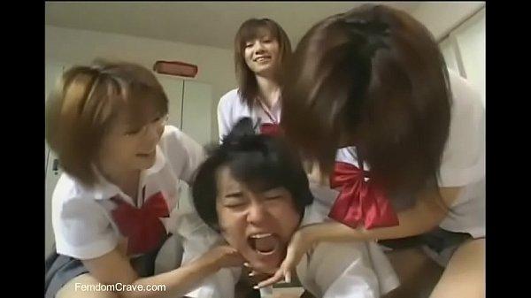 Japanese high school girls abusing new student Thumb